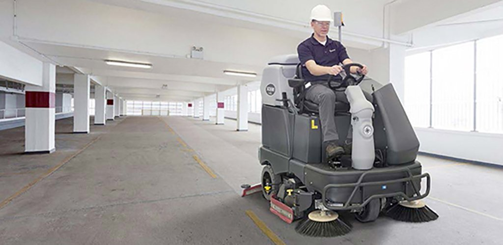 Commercial-cleaning-warehouse_floor_cleaning